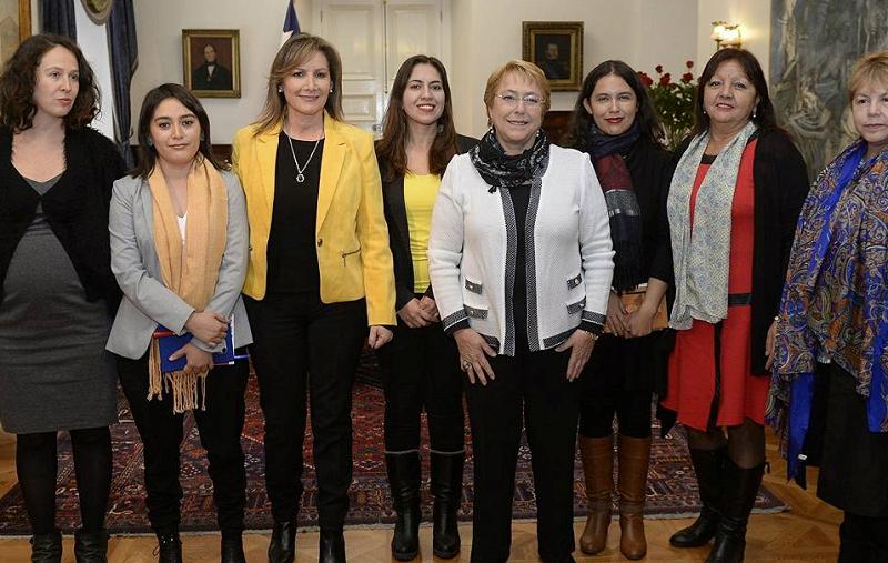 Mujeres de NM con Presidenta Bachelet abordaron agenda de género y brindaron apoyo