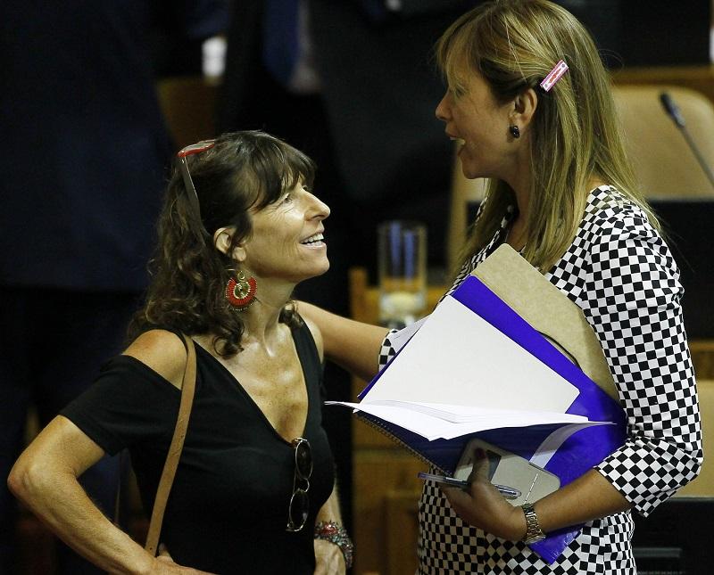 Diputadas PPD critican a Carabineros tras posible sanción a funcionaria por derecho a amamantar a su bebé