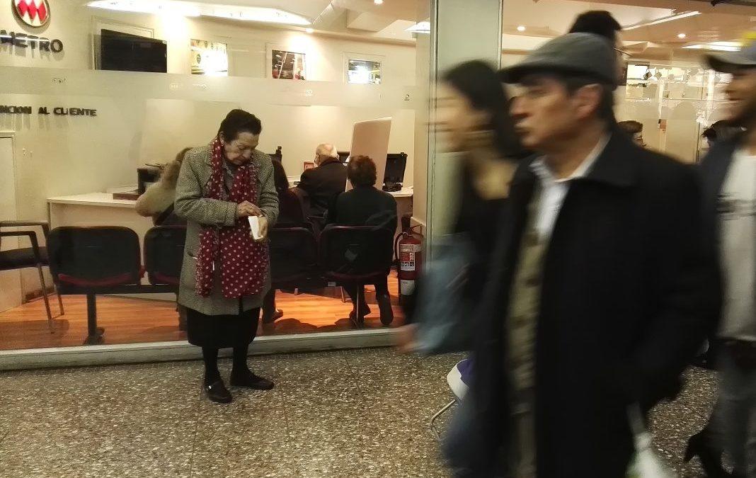 Diputados ofician a Transportes y Metro por restricción de viajes a mayores