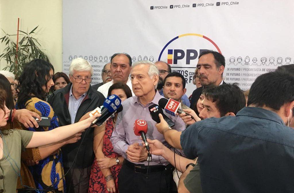 """Heraldo Muñoz responde a Piñera por su idea de cambios constitucionales: """"Llega tarde de nuevo"""""""