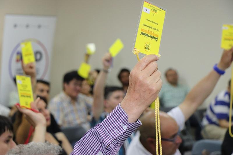 Sólido respaldo de bases Partido Por la Democracia a actual directiva nacional: 95% pidió postergar elecciones por un plazo máximo de un año